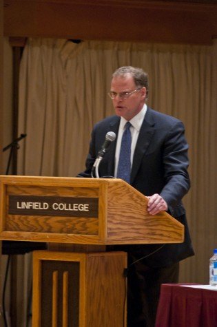 """James Kloppenberg, author of """"Reading Obama,"""" shares his thoughts about President Obama on May 16 in Ice Auditorium."""