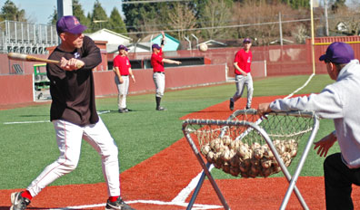 Baseball broadens NWC lead with four-game sweep