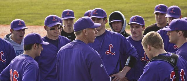 Scott+Brosius+addresses+the+Linfield+baseball+team.+