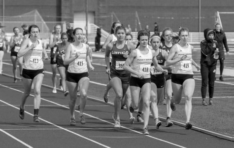 Jaime Rodden (left), '18, and Nicole Bissey (right), '21, trying to break through the pack during the 1500m.