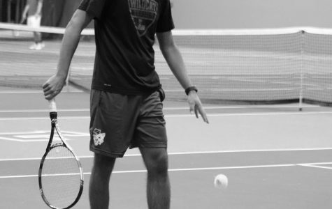 Men's tennis sinks Pirates, unable to conquer the Blues