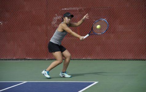 Suns out rackets out, women's tennis wins again, Women's tennis with a winning streak of three