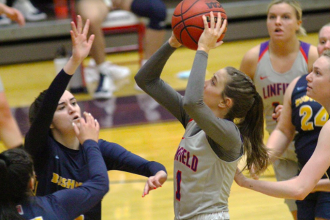 Sophomore Delaney Ragan scored a team-high 15 points against Bushnell on Tuesday evening.